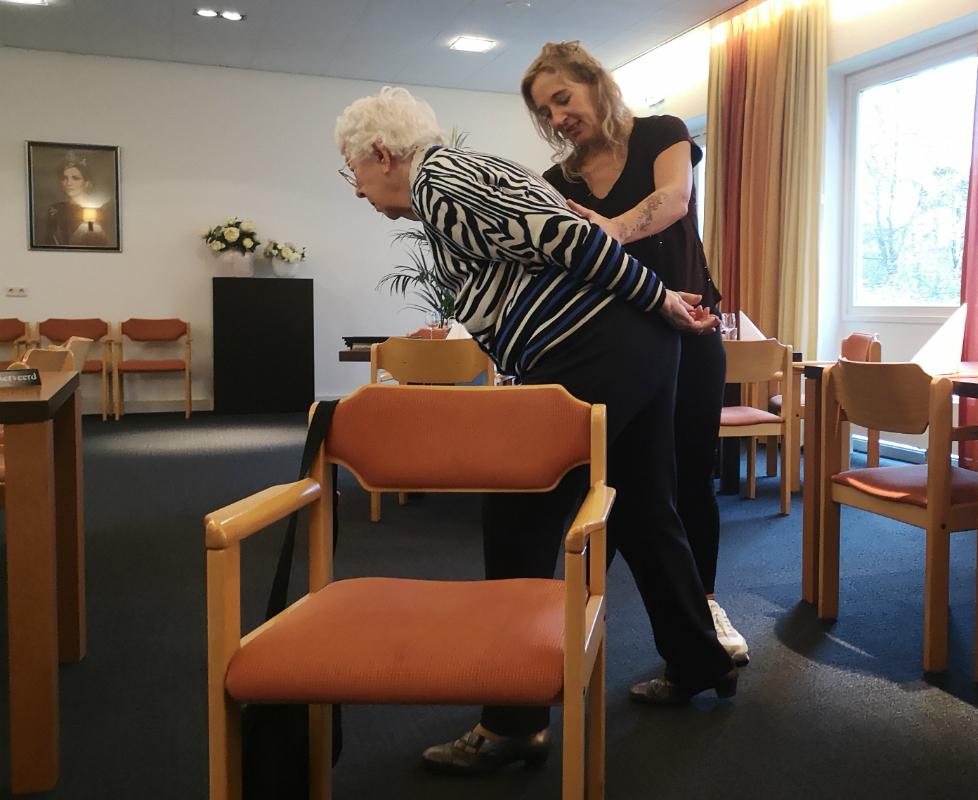 stoelyoga bij Burghtweide Oisterwijk - Isabella van der Meulen - Yoga & Pilates Studio Oisterwijk